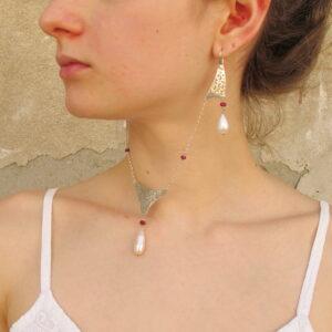 """Collier e orecchini """"MILLE E UNA NOTTE"""" – collana argento e perle- orecchini argento- rubini- perle"""